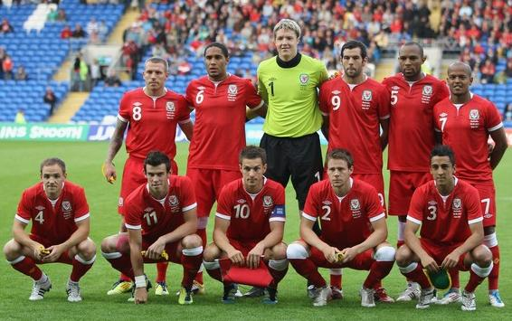 Wales-11-12-UMBRO-home-kit-red-red-red-line20up