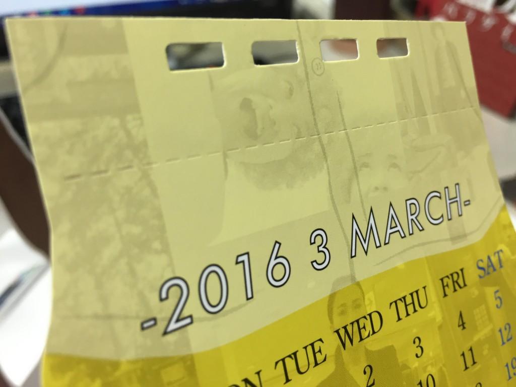 それぞれのカレンダーには切り取りミシンが入っています