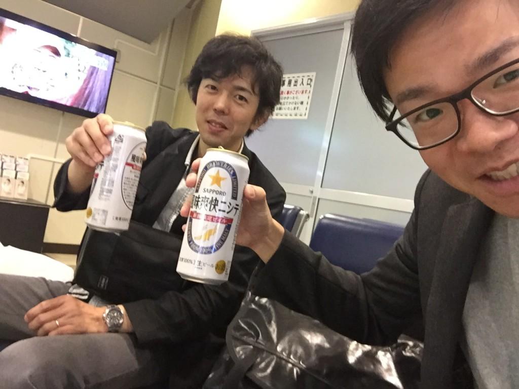 新潟の新幹線ホームで1杯目スタート!