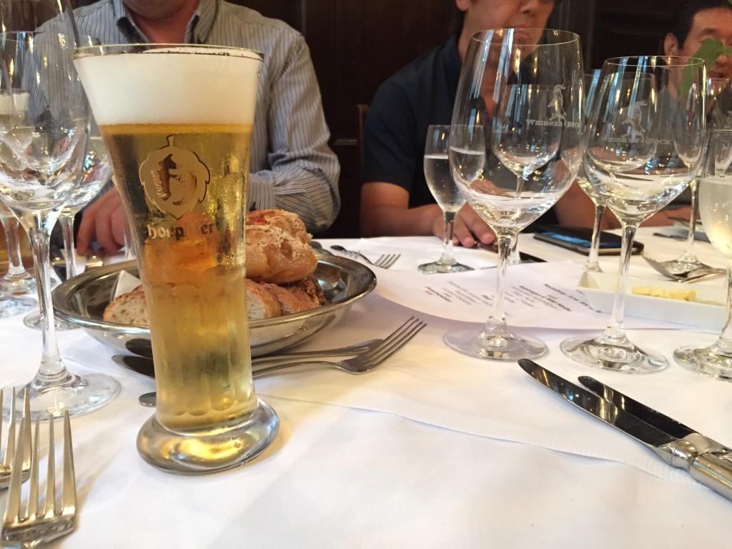 ハイデルベルクの街の中のレストランで「boopbier」