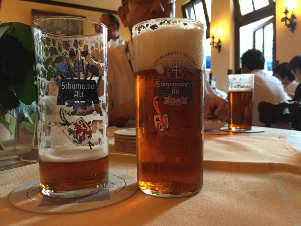 3日目の夕食はシューマッハという飲み屋でわんこビールの「SchmacherAil」