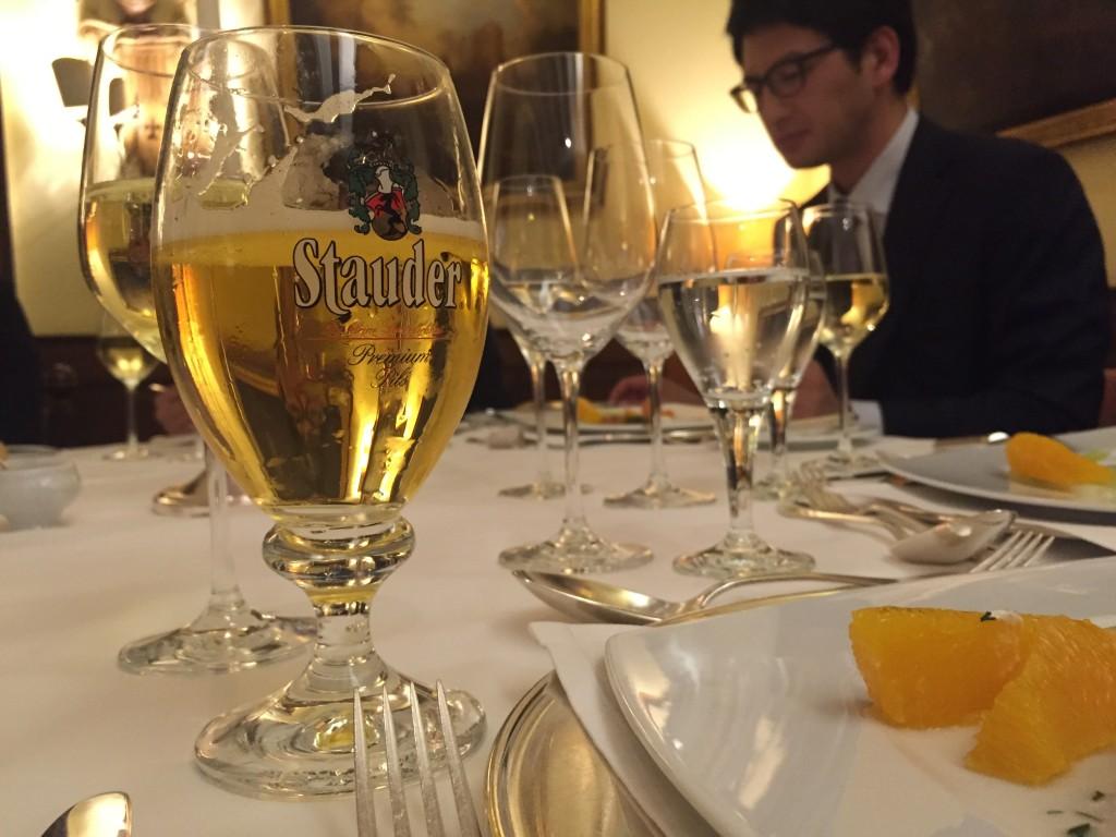 4日目は古城のレストランで夕食で「Stauder」 これがこの旅行で一番おいしかったビール!