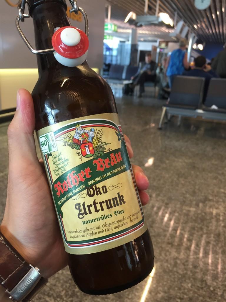 5日目はチェコ移動前のフランクフルト空港にて「Kother Brau」