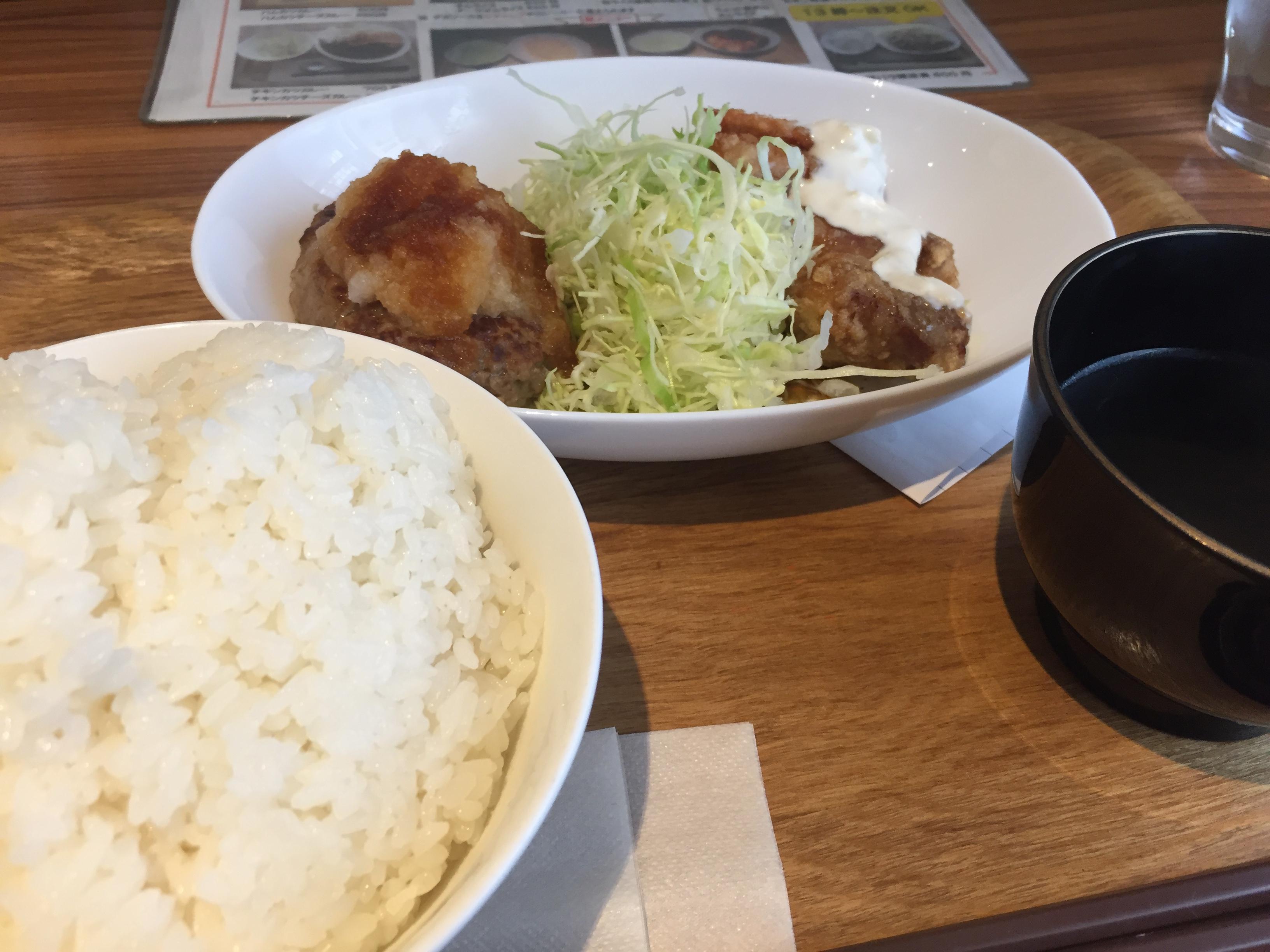 ハンバーグとチキン南蛮定食(600円)